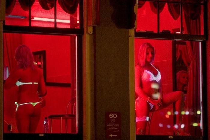 Знаменитая улица красных фонарей в