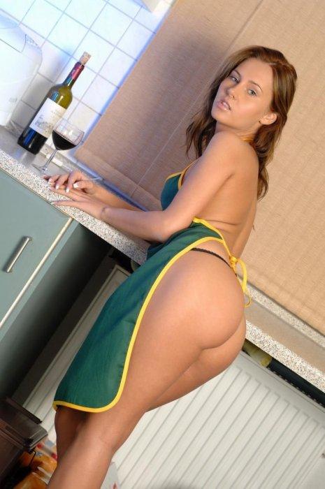 эротическое фото домохозяек в фартуке