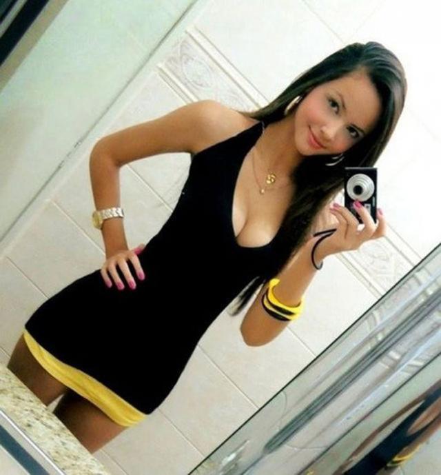 Смотреть онлайн порно девушка в обтягивающих шортиках 12 фотография