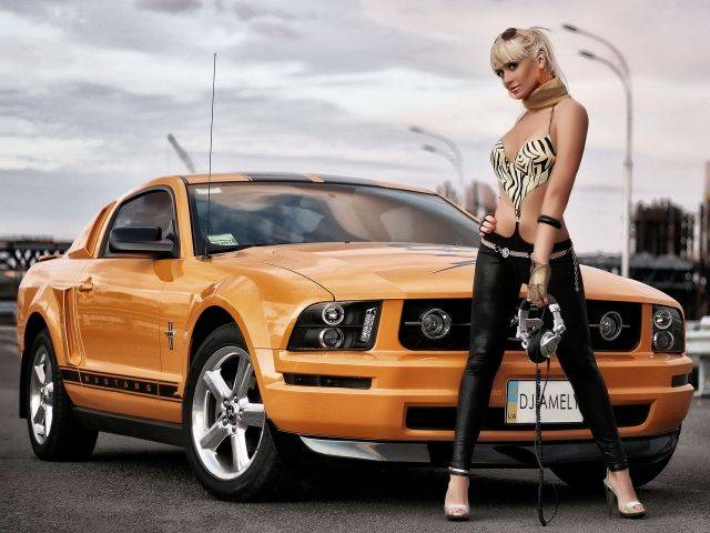 Девушки на фоне шикарных авто 86 фото