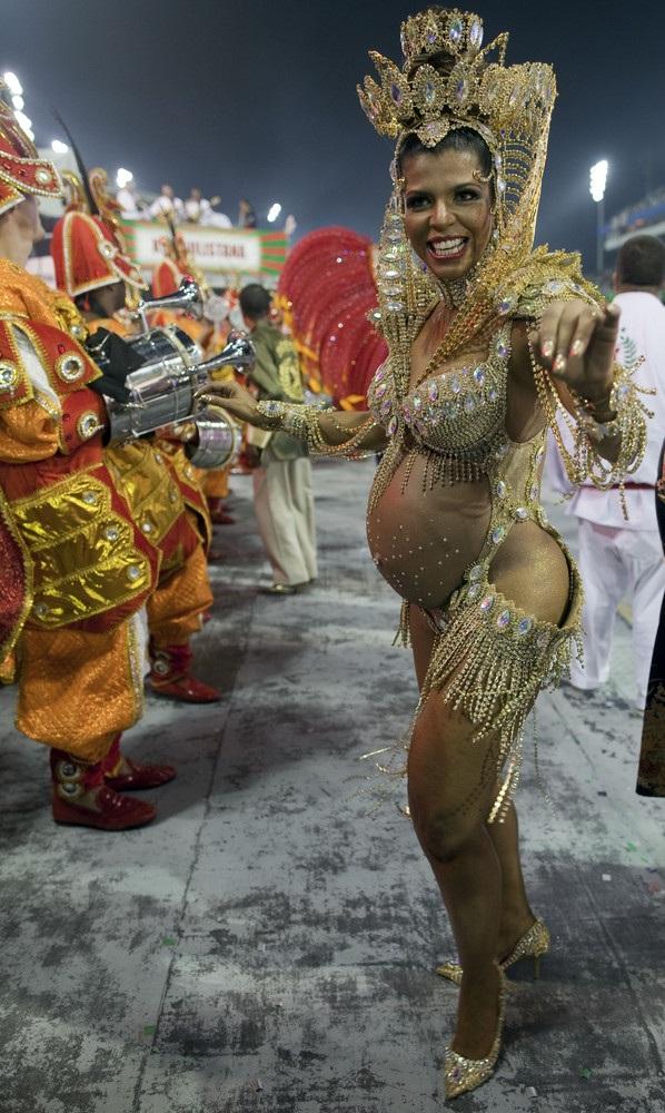 otkrovennoe-video-brazilskogo-karnavala-predmetov