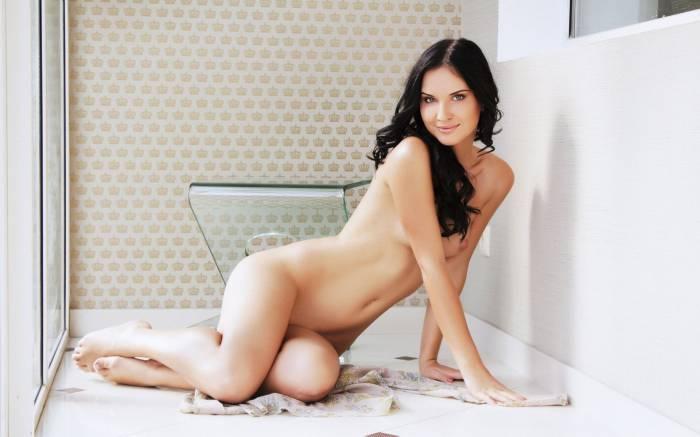Фото обнаженных импозантных красавиц, порно извращения онлайн целуются спермой