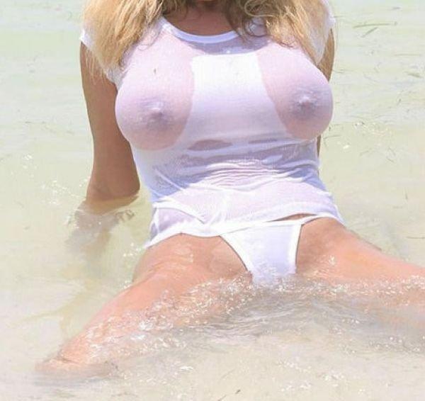 фото девушек в мокрой одежде с большими сиськами