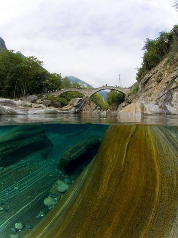Безумно чистая река Верзаска (6 фото)