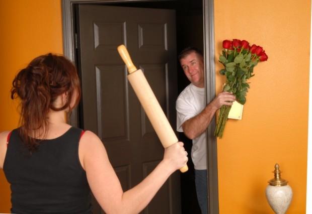 """Результат пошуку зображень за запитом """"мужчина просит прощение перед  женщине"""""""