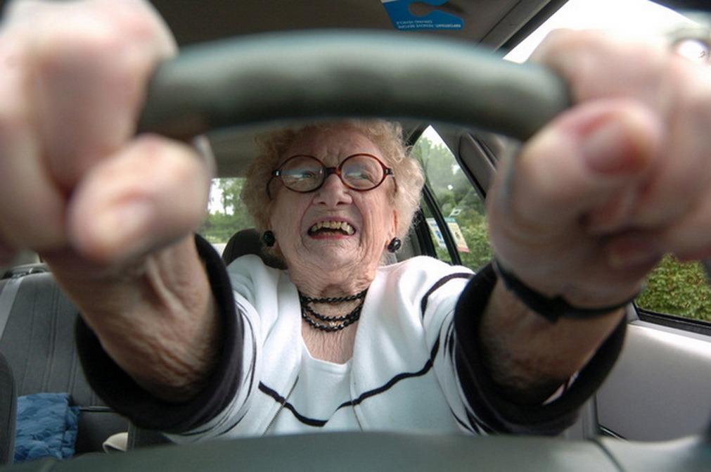 Анекдоты про старых женщин