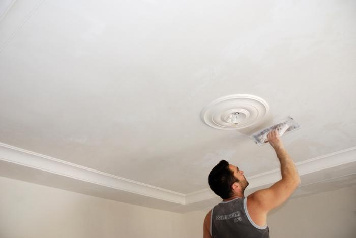 Как сделать ремонт потолка в квартире своими руками