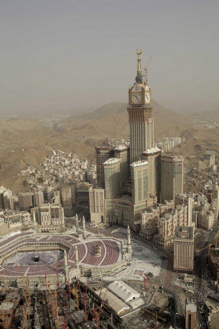 Makkah Clock Royal Tower - удивительное сооружение в Саудовской Аравии (29 фото)